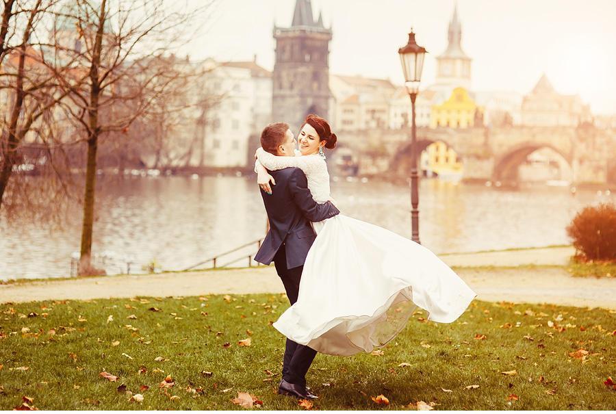 Свадебная фотосесия в Праге зимой