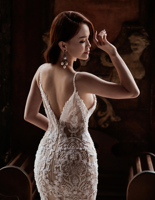 Bridal-portrait-from-back