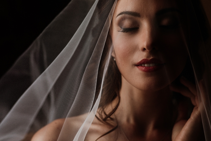 Bridal-portrait-with-veil